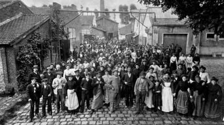 Manifestation en 1906 contre le travail le dimanche
