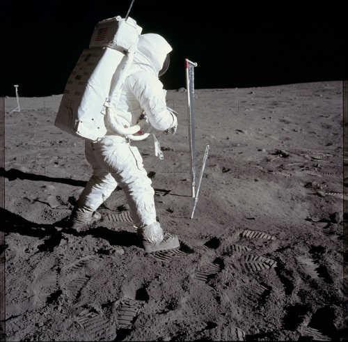 La lune sous les pieds