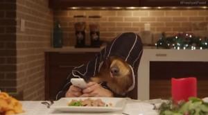 Des ados qui s'ennuient à table